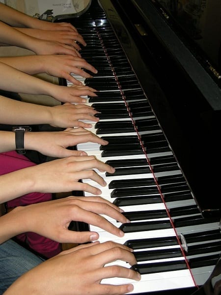 5 Distinct Ways in Which Piano Classes Can Benefit Youngsters